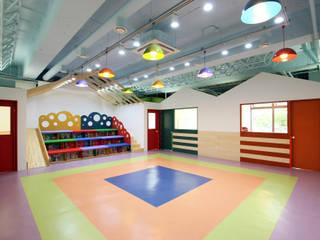 Scandinavian style nursery/kids room by HJL STUDIO Scandinavian