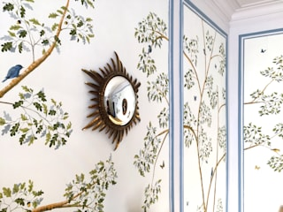 The renovation of Chambre Royale with Hand painted Wallpaper Hoteles de estilo clásico de Snijder&CO Clásico