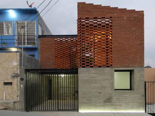 Casa Tadeo: Casas de estilo  por Apaloosa Estudio de Arquitectura y Diseño