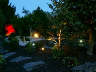 Oświetlenie w ogrodzie: styl , w kategorii  zaprojektowany przez Lunatic Garden