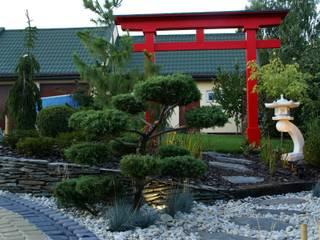 Mała architektura w ogrodzie: styl , w kategorii  zaprojektowany przez Lunatic Garden