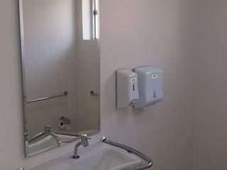Banheiro feminino: Clínicas  por Studio Designare Interiores