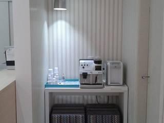Espaço do café: Clínicas  por Studio Designare Interiores