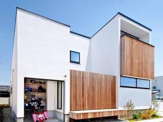 Modern garage/shed by 遊友建築工房 Modern
