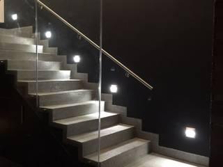 The arkch's Arquitectos Minimalist corridor, hallway & stairs Concrete Grey