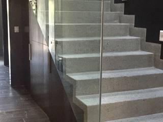 Escalera: Pasillos y recibidores de estilo  por The arkch's Arquitectos