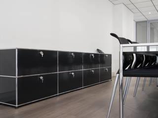 Aménagement bureau salle de réunion: Bureaux de style  par réHome