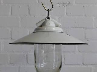 """""""VISTA M"""" Bauhaus Lampe Zweck Design Emaille Glas Porzellan:  Bars & Clubs von Lux-Est"""