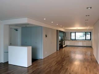 Pasillos, halls y escaleras minimalistas de HJL STUDIO Minimalista