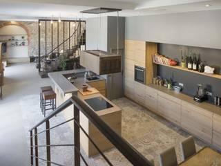 Réhabilitation d'une cuisine moderne : Cuisine de style de style Moderne par réHome
