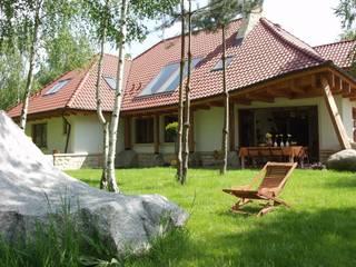 Dom Kazia II G2 - niebanalny, idealny! : styl , w kategorii Domy zaprojektowany przez Pracownia Projektowa ARCHIPELAG,Klasyczny