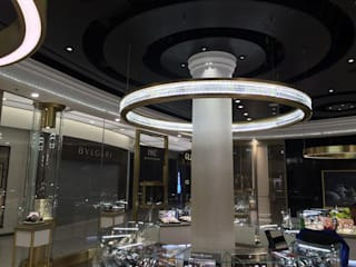 Harrods fine watch store at Heathrow Airport Classical Chandeliers Oficinas y Comercios