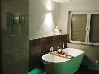 Spieglein, Spieglein an der Wand...: moderne Badezimmer von Bad Campioni