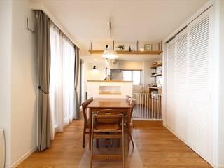 Scandinavian style dining room by いえラボ Scandinavian