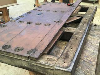 Puerta  proceso de restauración : Puertas de madera de estilo  de Conely