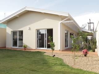 Casas de estilo minimalista por canatelli arquitetura e design