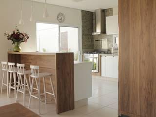 Casa TM : Cozinhas  por Lozí - Projeto e Obra,Minimalista