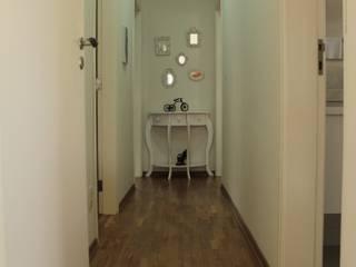 Couloir, entrée, escaliers minimalistes par Lozí - Projeto e Obra Minimaliste