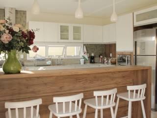 Casa TM : Cozinhas  por Lozí - Projeto e Obra
