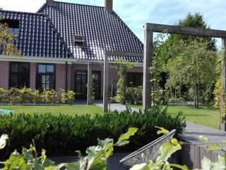 Сад в стиле кантри от Joke Gerritsma Tuinontwerpen Кантри
