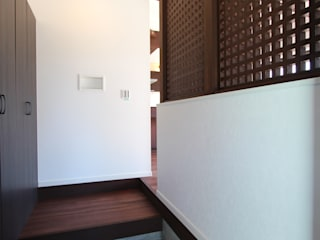 玄 関: 松井設計が手掛けた廊下 & 玄関です。