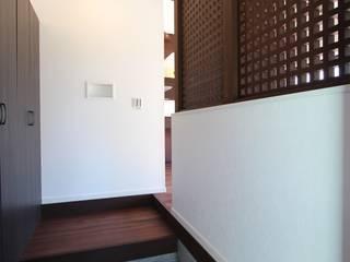 TERRACE HOUSE: 松井設計が手掛けた廊下 & 玄関です。