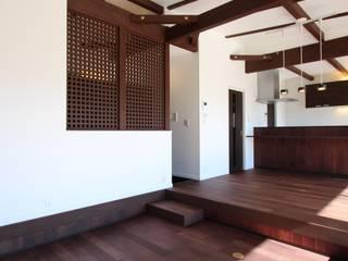 TERRACE HOUSE: 松井設計が手掛けたリビングです。