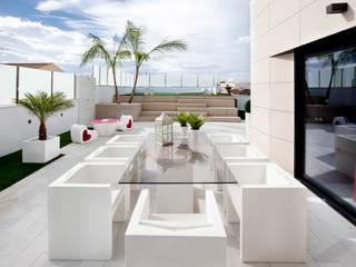 Ático Balcones y terrazas de estilo moderno de Bou Interiorismo Moderno