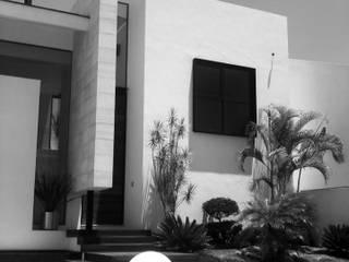 Moderne Häuser von [GM+] Arquitectos Modern