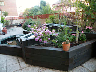 La terraza de Pilar: Jardines de estilo  de Agrópolis Jardín