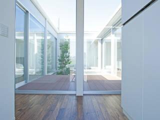 PATIO: 松井設計が手掛けた廊下 & 玄関です。