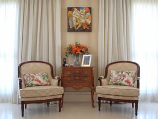 Entrada: Salas de estar  por Nátaly Ely Arquitetura