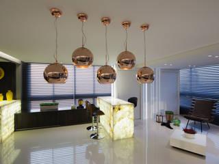 Salas / recibidores de estilo  por Carla Almeida Arquitetura, Clásico