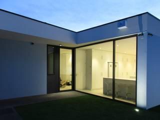 : modern Kitchen by Utopia - Arquitectura e Enhenharia Lda