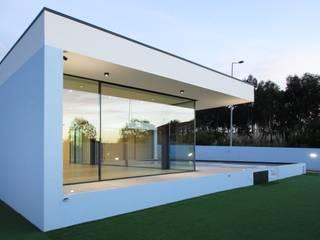 : modern Houses by Utopia - Arquitectura e Enhenharia Lda