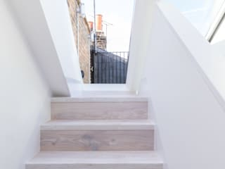 Modern flat – Loft Extension and Renovation, Fulham, SW6:  Corridor & hallway by TOTUS