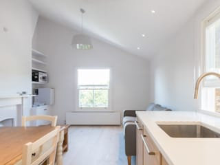 Modern flat – Loft Extension and Renovation, Fulham, SW6:  Kitchen by TOTUS