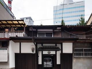 長屋コンバージョン店舗: 株式会社 藤本高志建築設計事務所が手掛けたアジア人です。,和風