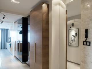 apartament w północnej części Krakowa Minimalistyczny korytarz, przedpokój i schody od Ormezowski - projektowanie wnętrz Minimalistyczny