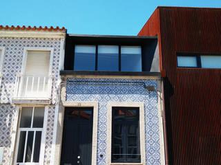 ミニマルな 家 の GRAU.ZERO Arquitectura ミニマル