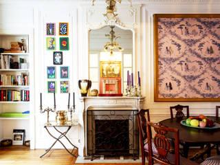 art collector's house in paris Soggiorno eclettico di arcHITects srl Eclettico