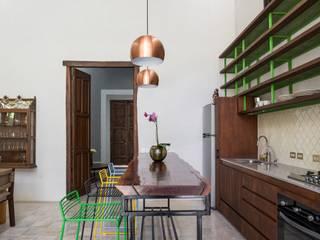 Modern kitchen by Taller Estilo Arquitectura Modern Wood Wood effect