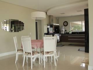 Classic style kitchen by Lozí - Projeto e Obra Classic