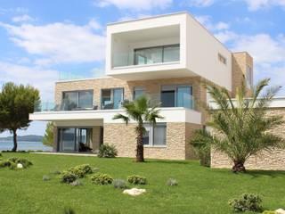 Obra en Croacia. Modelo de piedra utilizado: Baides Panel Blanco Invierno: Casas de estilo  de ECOPIEDRA