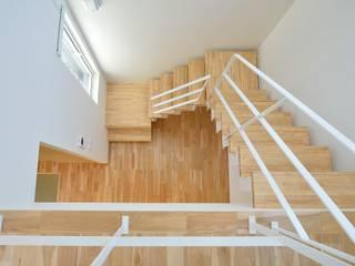House Y1: 一級建築士事務所 ima建築設計室が手掛けた廊下 & 玄関です。