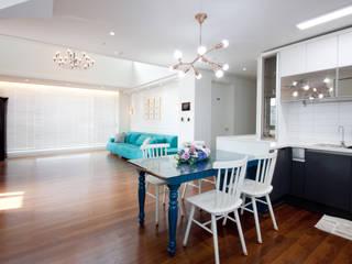 Living room by 디자인투플라이