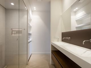 Modern style bathrooms by Bob Romijnders Architectuur & Interieur Modern