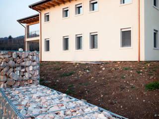Rumah Modern Oleh Grassi Pietre srl Modern