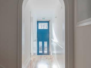 D. João IV Corredores, halls e escadas minimalistas por Pedro Ferreira Architecture Studio Lda Minimalista