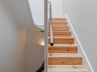 Pedro Ferreira Architecture Studio Lda Koridor & Tangga Minimalis White